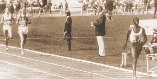 Kipchoge Keino ouruns Jim Ryun 1968